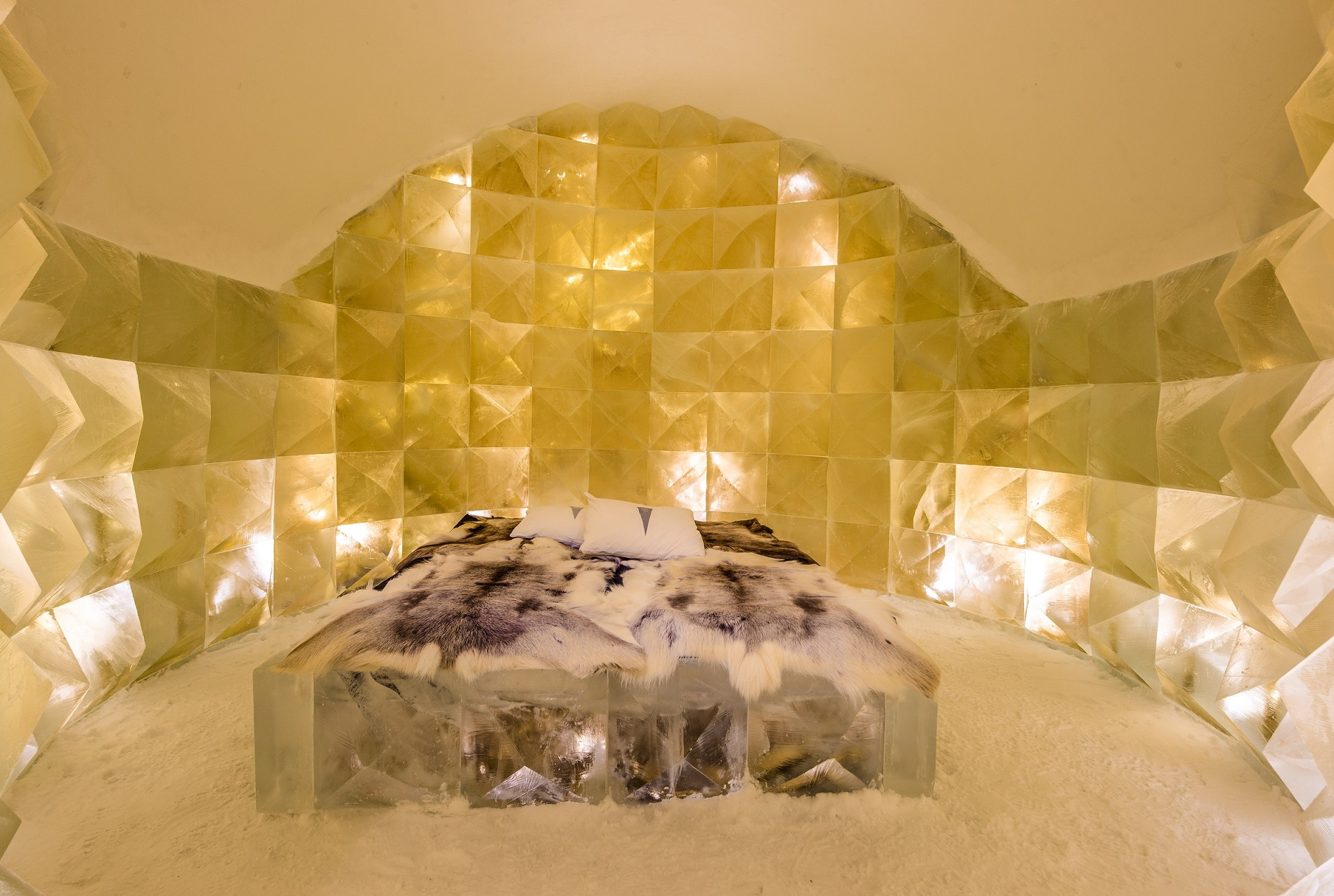 GOLDEN ICE Credit Nicolas Triboulot Jean Marie Guitera Asaf Kliger Icehotel