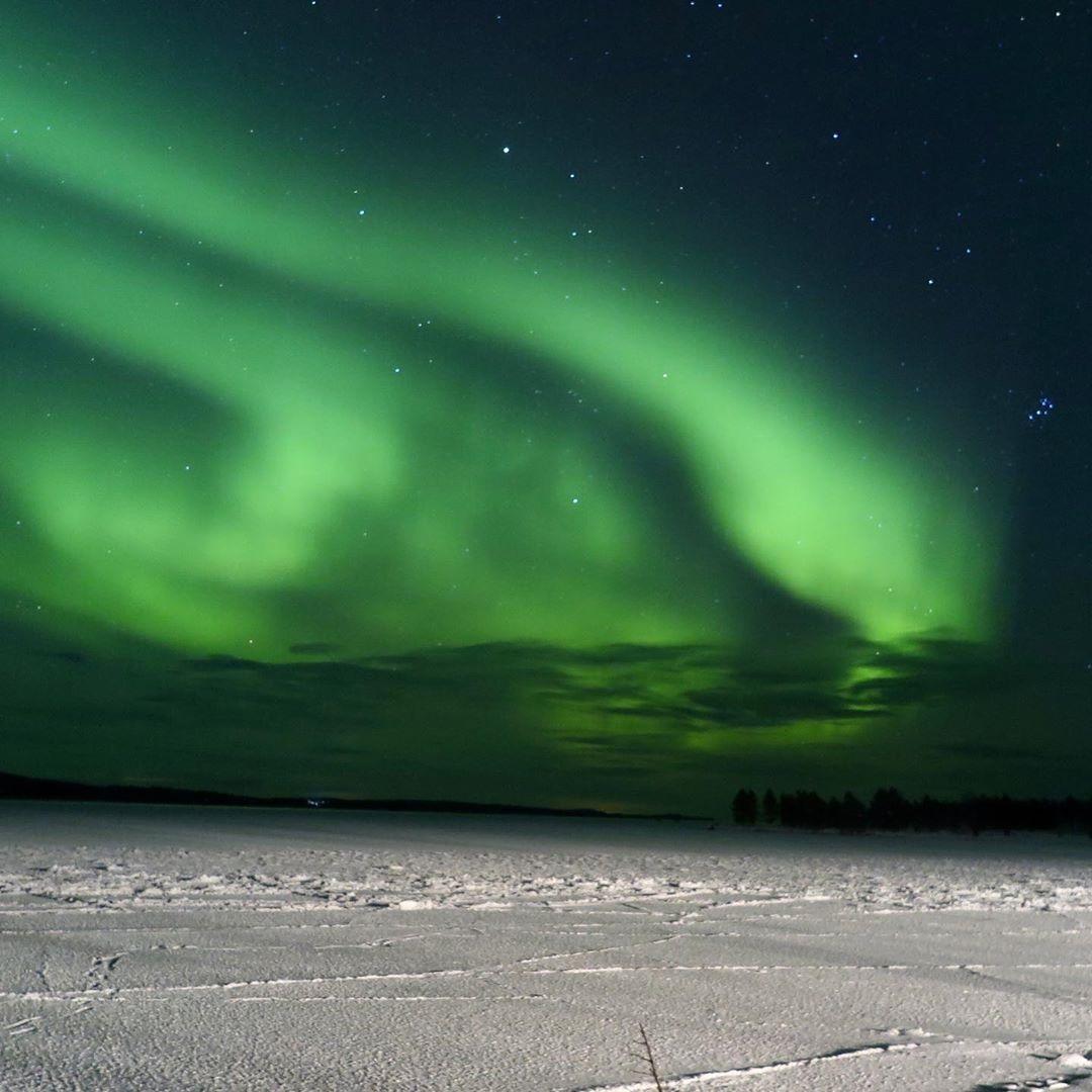 Tracey Roy Cooper 6 Wilderness Hotel Inari Autumn Lights over Lake Inari AuroraZoneMoments